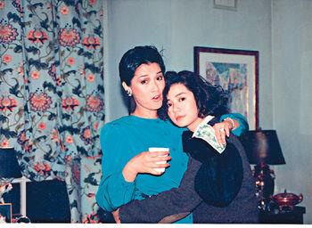 Gigi姐82年同鍾楚紅首度合作《薄荷咖啡》,85年《秋天的童話》在外地拍外景,搵了Gigi姐客串