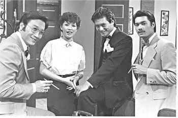 這張照片是黃淑儀Gigi姐80年拍《上海灘續集》宣傳片時攝,雖然照片有發哥份,但原來劇情講述發哥已死,所以Gigi姐只跟四哥和呂良偉有對手戲,始終沒有機會跟發哥合作